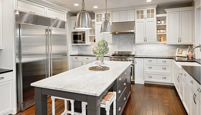 Kücheninsel im Landhausstil mit Marmorarbeitsplatte für Luxus Küchen