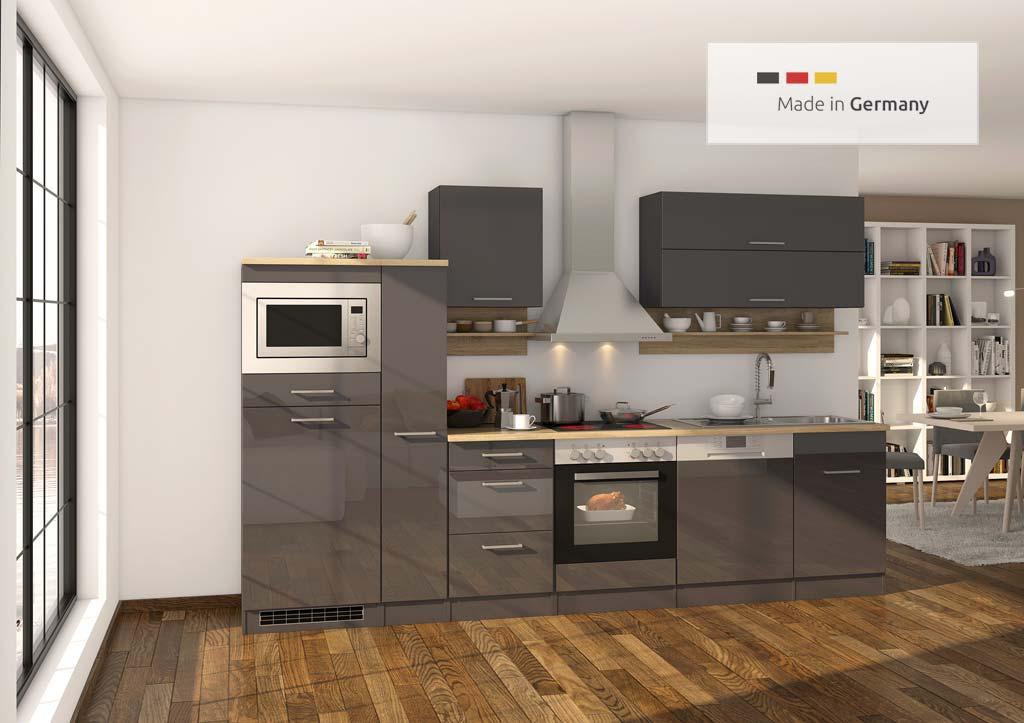 Küchenzeile mit Elektrogeräte und Apothekerschrank