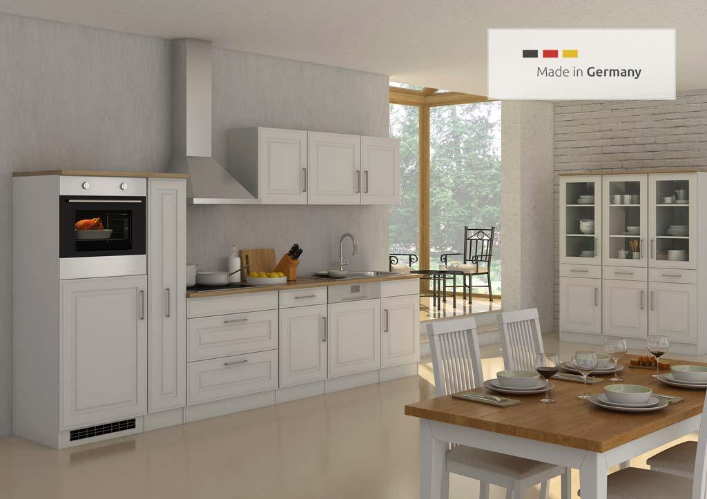Schöne Küchenzeile im Landhausstil mit Elektrogeräte